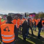 grond in verzet protest bouw graafmachine